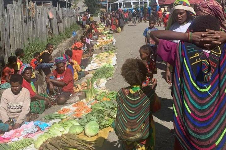 mama-mama-Papua di Intan Jaya